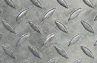 Bodendeckschicht aus 3/5 mm Edelstahl-Riffelblech