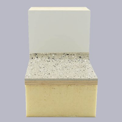 Muster Celastik-Boden aus PUR-Gießsystem mit rutschhemmenden Plastik-Chips.