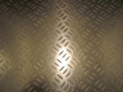 Muster Edelstahl Kühlzellenboden in Tränenoptik
